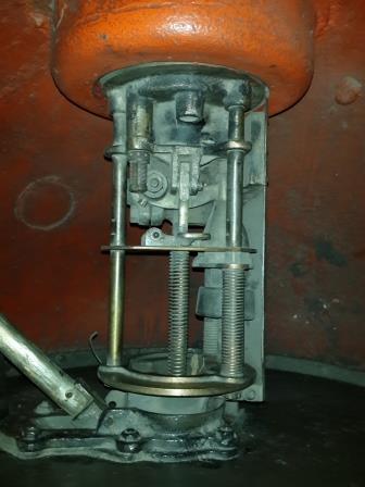 Ударно-механический взрыватель мины М-26