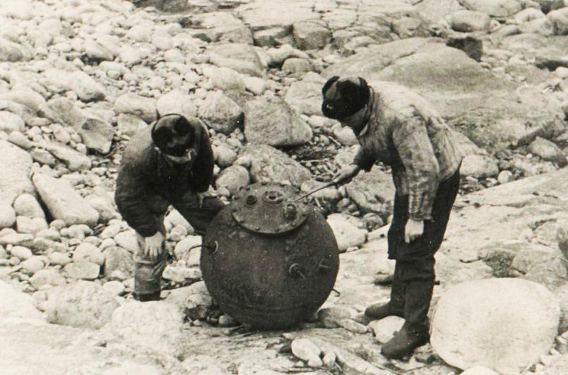 Минеры СФ осматривают якорную мину