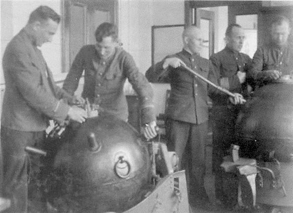 Офицерские классы. Занятия по приготовлению мин. 1930-е гг