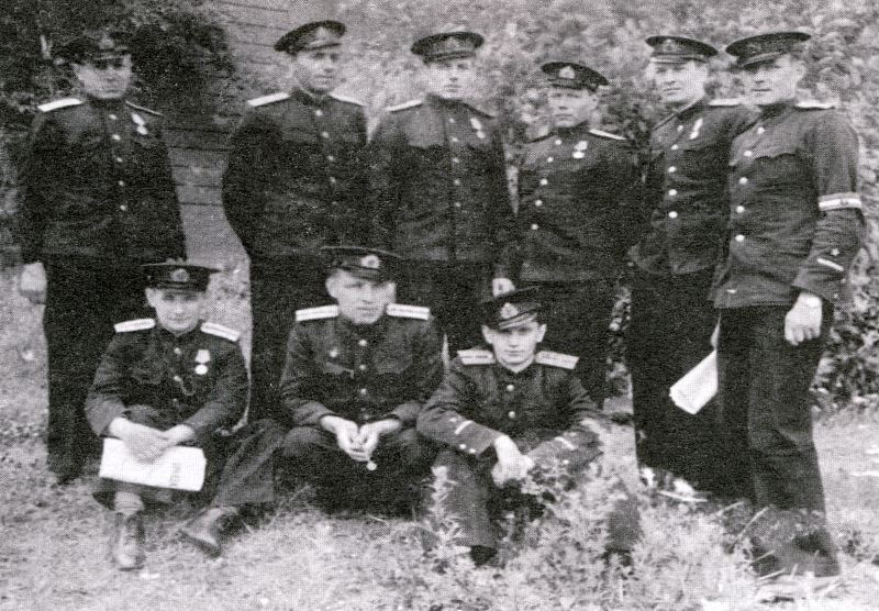 Офицеры торпедного склада 188. Кронштадт, 1944 г.