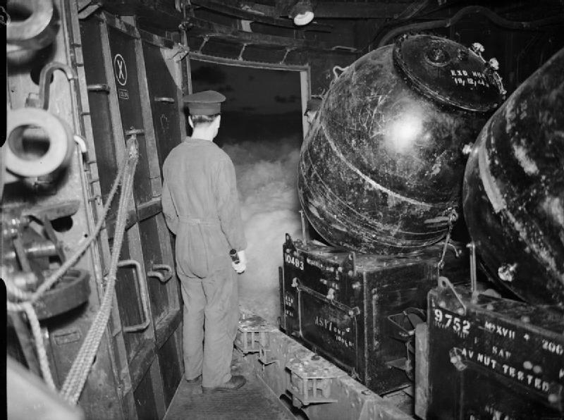 Постановка мин M Mk I с борта МЗ Аполло, 1944